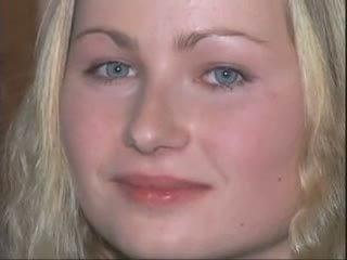 בלונדינית נערה does שלה ליהוק פורנו ב the מקלחת וידאו