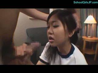 स्कूलगर्ल में प्रशिक्षण ड्रेस getting उसकी मुंह