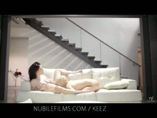 Aiden ashley - nubile 薄膜 - 女同志 lovers 共享 甜 的陰戶 juices