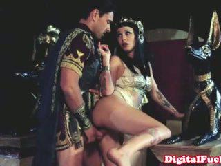 Cleopatra fucking another roman dude
