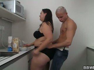 Het stora vackra kvinnor kön vid den köks