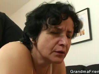 Hun gets henne gammel hårete hole filled med two cocks