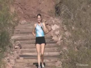 Emilie goes для the jog і stretcthis persons