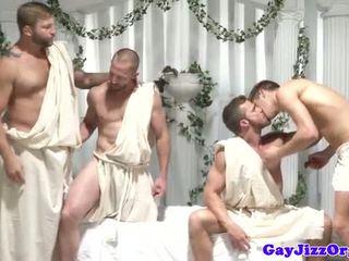ゲイ グループ 乱交パーティー dudes けいれん オフ アット 同じ 時間