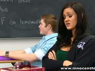 Innocenthigh bigtits תלמידת בית ספר kendall karson מזוין חרמן classmate