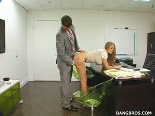 Dolga haired blond seducing ji šef