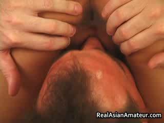 Aziatisch hoer anaal geneukt terwijl rijden haar