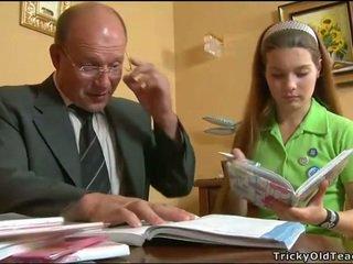 Geil leraar seducing tiener