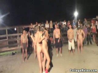 Dur baise campus avale fête