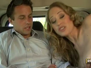 Горещ блонди abby rode deliciously pleasures тя уста с а хуй plugged на то