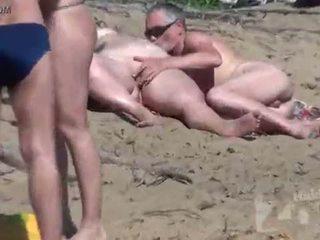 Нудисти плаж воайор