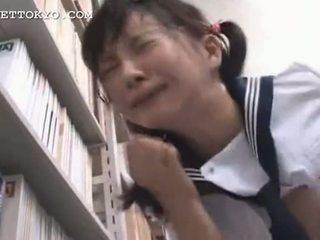 Sensurert - asiatisk skolejente squirts og gets en facial jeg