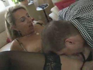 kouření, pussy lízání, velká prsa