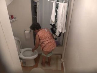 Secret piss kamera. nahuli my lola at pinsan pag-ihi