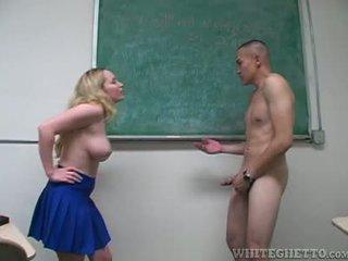 Aiden starr takes טיפול של 2 perverts ב שלה בית ספר כיתה