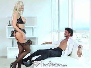 Puremature seksi blondinke milf v črno zapeljivo dobili creampied
