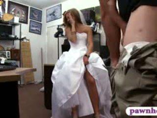 Babe pawns beliau perkahwinan pakaian dan railed oleh pawn penjaga