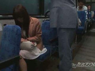 Chikan baisée sur bus