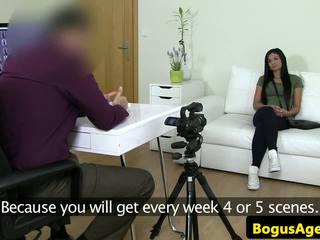 Euro newbie fucked během odlitek konkurs: volný vysoká rozlišením porno 72