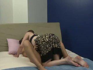 Gammel bitch plays med henne ny unge kjæreste
