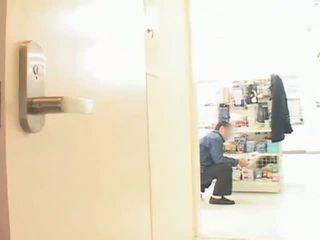 Grand seins asiatique milf hitomi tanaka teased en public