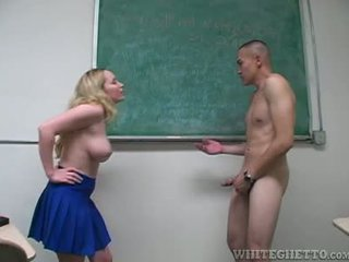 Aiden starr takes perawatan dari 2 perverts di dia sekolah ruang kelas