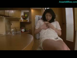 Mom aku wis dhemen jancok kurang ajar herself with alat vibrator and ngobahke driji herself on the lantai