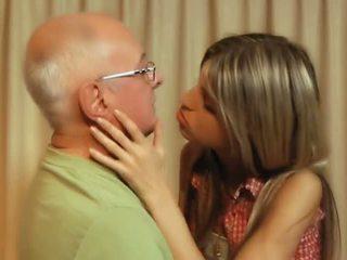 สีน้ำตาล, บาง, จูบ