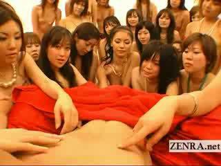 Velký pov japonská harem orgie s handjobs a líbání