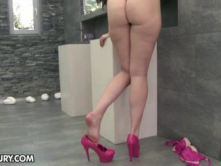 ēst viņas kājām, foot fetišs, sexy kājas