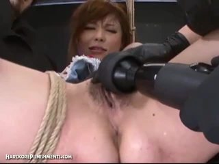 Extremo coño punishment con cachonda japonesa y su peluda coño