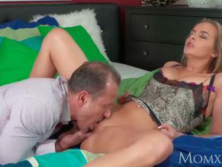 Mẹ trưởng thành người nội trợ với to tự nhiên tits gets creampie từ neighbour