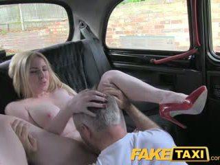 Faketaxi rubia bombón con gran tetitas gets bonita corrida interna en taxi