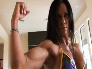 Sempurna kecergasan muscle wanita flexing beliau kuat ripped biceps