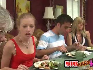 Moms bang tenåringer [10]