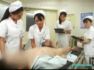 4 nurses giving paja y mamada para paciente corrida a boca