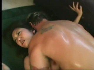 Joustavat aasialaiset kaiya lynn spreaads avoin jaloissa having mausteinen cunny bashed