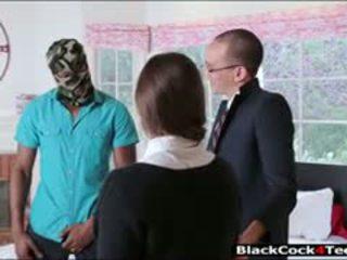 Pekné bruneta násťročné amirah adara nailed podľa obrovský čierne vták