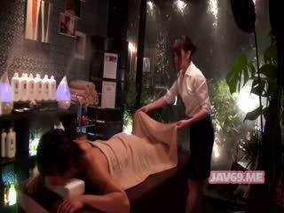 Όμορφος/η καυλωμένος/η ασιάτης/ισσα κορίτσι having σεξ