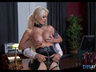 Collared блондинки секс играчка при работа, безплатно hd порно ec