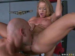 Nikki delano obdržet chňapnout vzít nahoru s the jazyk na the corner na the ring
