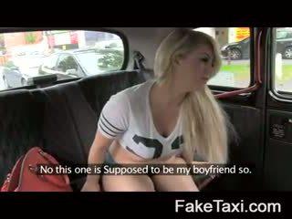 Fake taxi कॅम लोग having drx om fake taxi