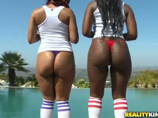 Pair Greased Up Afro Sweeties Do Love White Man In Dissolute 3some Vid