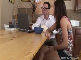 Ļoti jauns schoolgirls bezmaksas porno video