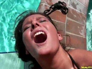 Erin stein gets hardcored von die pool