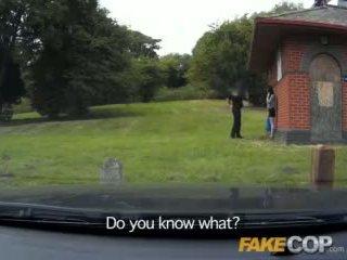Fake 警官 アナル セックス で ザ· barn yard