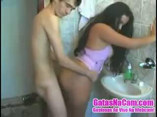 Magrelo Chega Fodendo A Morena No Banheiro