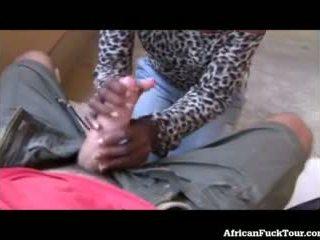 Blowjob aus afrikanisch mädchen im öffentlich!