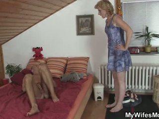 Blondýna matka v zákon tabu sex