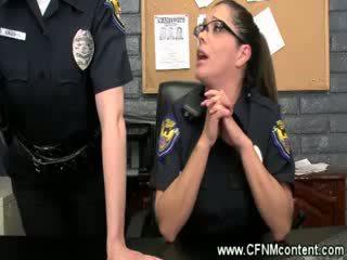 Die polizei frisk sie für rauh dongs bis saugen auf bei die station